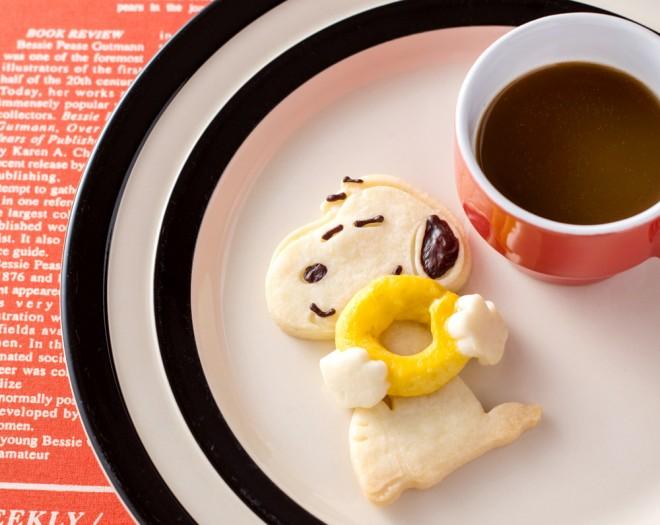 スイートポテトを丸めて、ドーナッツ形にしてハグ!『SNOOPYのぎゅっとハグクッキーBOOK』(2017/12/18発売:KADOKAWA)