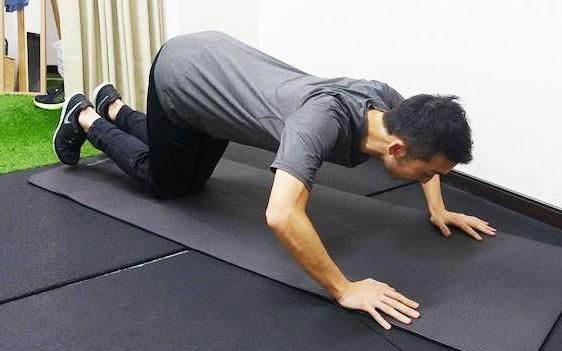 ×腰が引けているパターン。 お尻は下げて、背筋から足までが一直線になるよう意識して。
