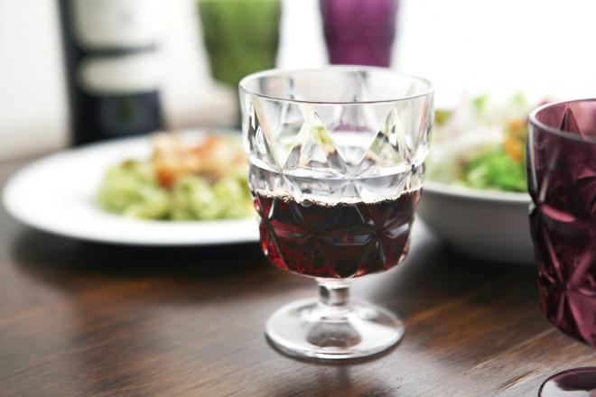 『TRIA プレスガラス風 樹脂ワイングラス』
