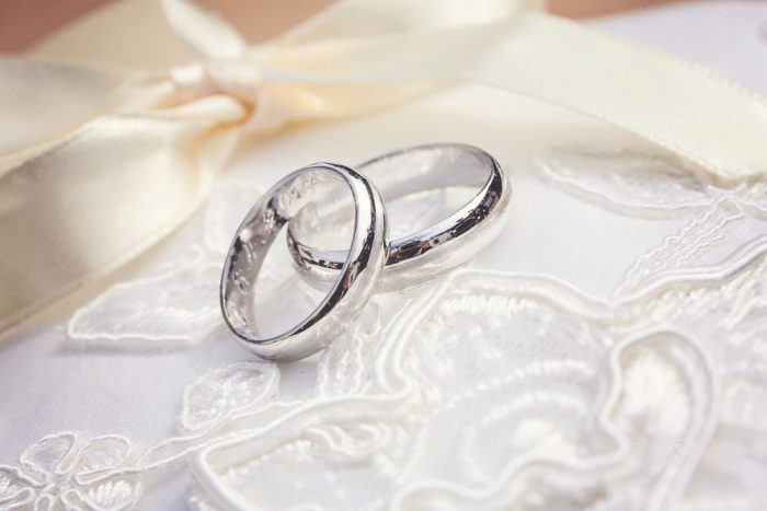 【チタンの結婚指輪を選びたい!】特徴とおすすめブランドをご紹介!