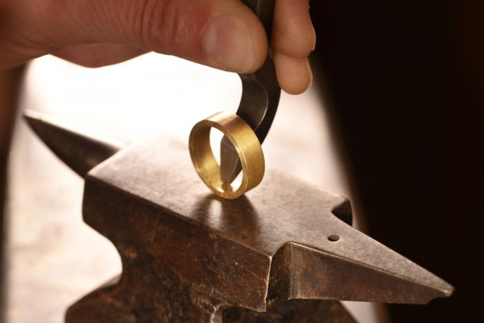 東京・名古屋・大阪・京都の関西で手作りの結婚指輪が作れる工房を紹介!