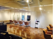 TREAT HAIR DESIGN 店内